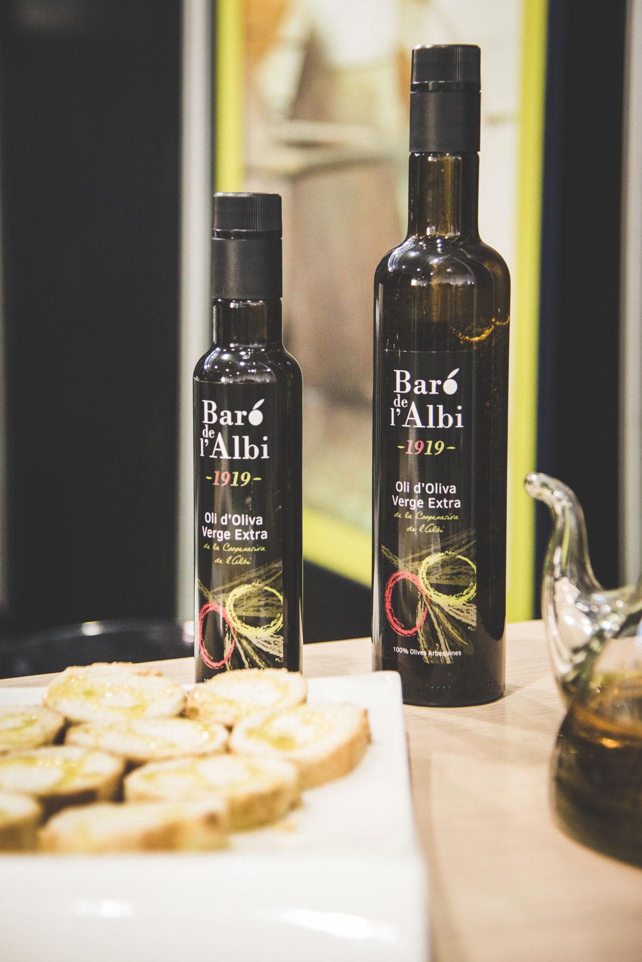 Oli d'oliva verge extra. Cooperativa Agrícola de l'Albi. Ampolles d'oli a la Fira d'oli de les Borges Blanques