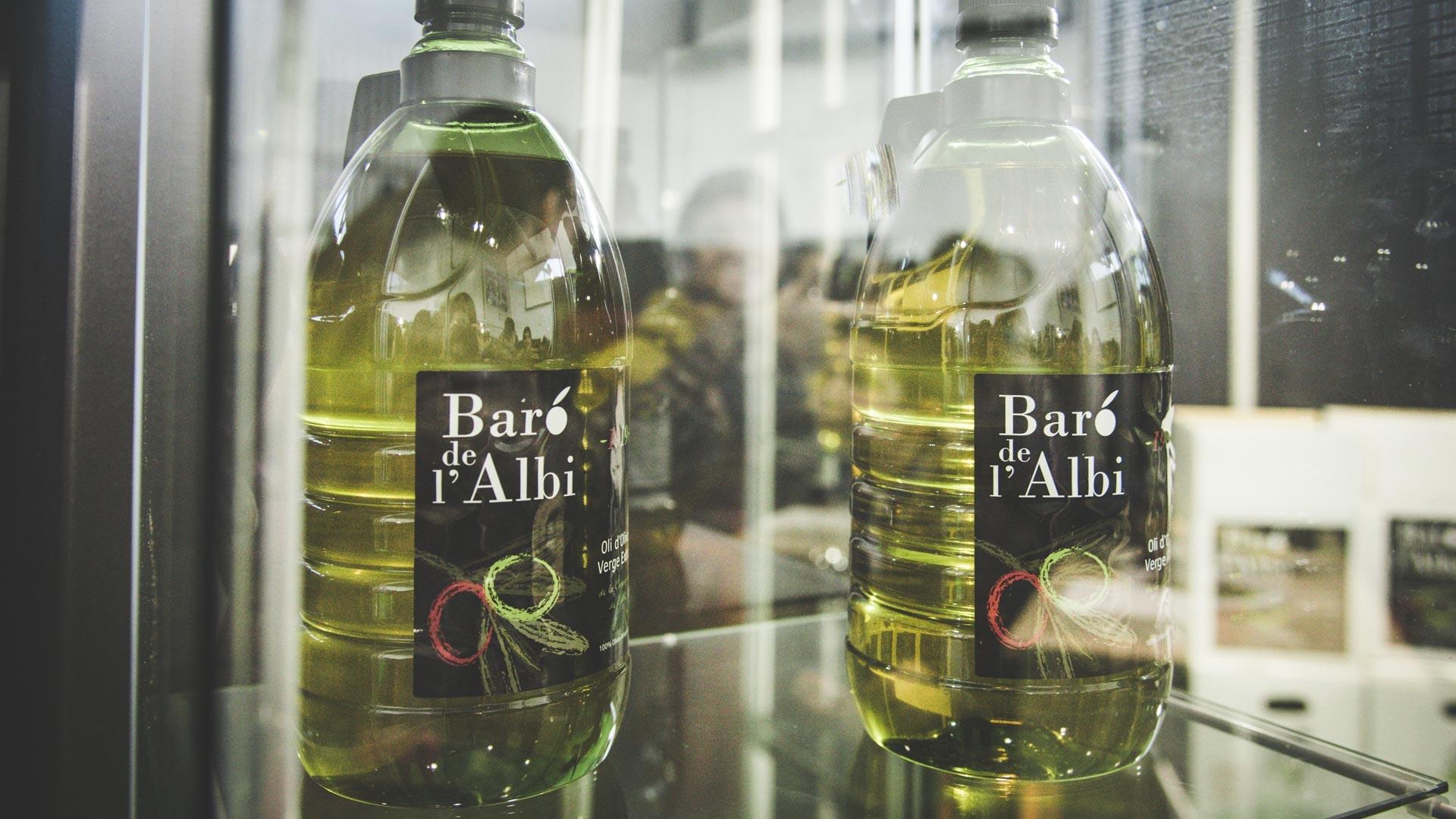 Oli d'oliva verge extra. Cooperativa Agrícola de l'Albi. Detall ampolles Fira de l'oli de les Borges Blanques