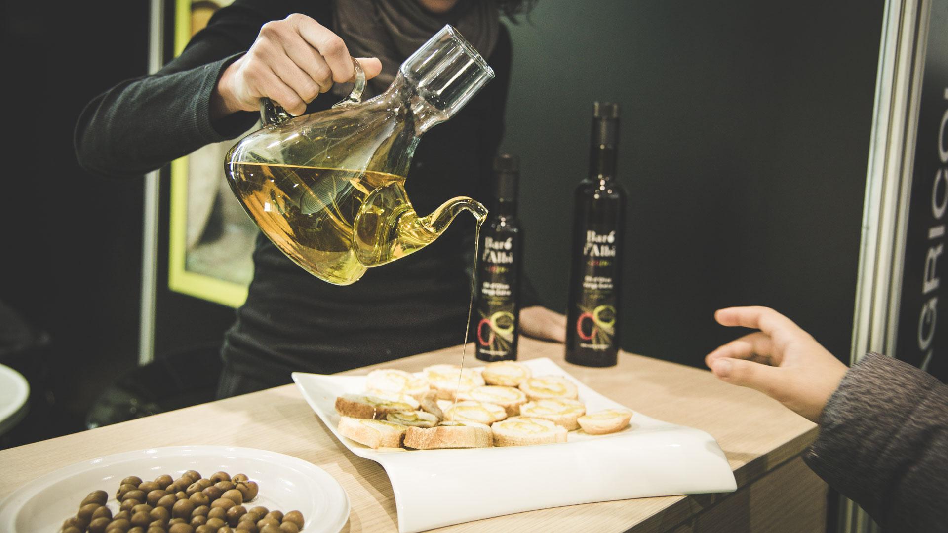 Oli d'oliva verge extra. Cooperativa Agrícola de l'Albi. Tast oli a la Fira d'oli de les Borges Blanques
