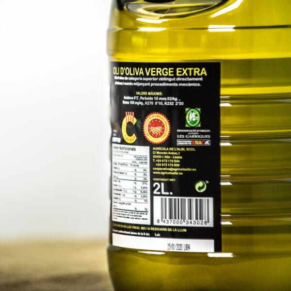 Oli d'oliva verge extra. Cooperativa Agrícola de l'Albi. Detalls etiqueta ampolla 2L oli