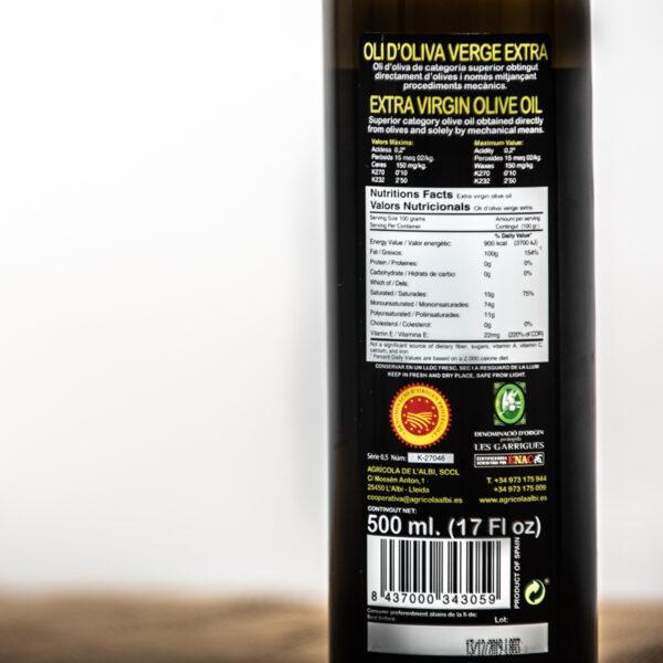 Oli d'oliva verge extra. Cooperativa Agrícola de l'Albi. Detall etiqueta ampolla 500 ml oli